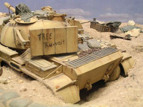 Die erste Grußbotschaft der US Streitkräfte auf dem verlassenen Fahrzeug
