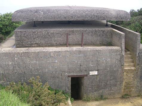 Der Beobachtungs- und Kommandobunker direkt an der Riffkante.