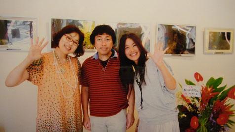 向かって、岩沼さん(左)と、てんき☆ tenkyさん(右)に挟まれて「宇宙連合仲間」で、スナップ写真☆♥