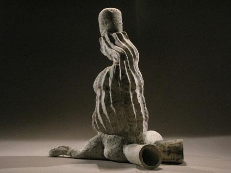 """""""La grande Source"""" grés et porcelaine 2010 haut: 75cm largeur 45cm"""