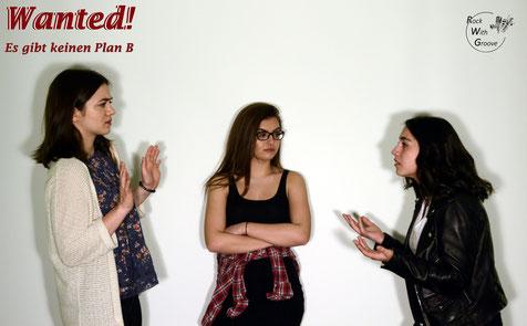 Wie Olivia und Emma durch Amandas Auftreten an der eigenen Haut erfahren müssen, gehören Starallüren und ein divahaftes Gezicke wohl zum Alltag einiger Gesangsstudenten am Leebrook College of Music...