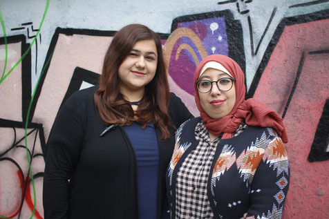 """Die Ansprechpartnerinnen der Initiative """"Hallo Nachbar, danke schön"""" Helin Bicici und Najoua Benelouargua."""