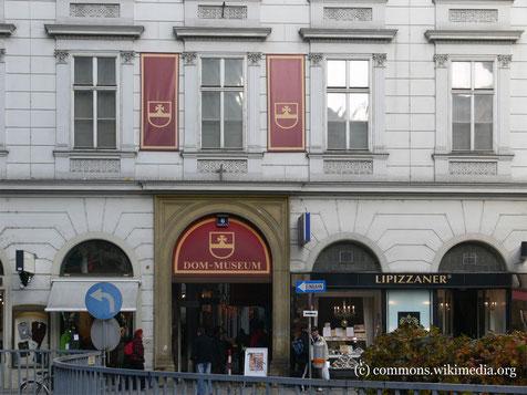 Das Dommuseum am Stephansplatz behandelt nicht nur Themen des christlichen Glaubens, sondern bietet auch Ausstellungen zu sozialen, interkulturellen und interreligiösen Themen.