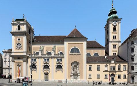 Das Schottenstift auf der Freyung stammt aus der Zeit der Babenberger (um 1200) und gehört zum Orden der Benediktiner.