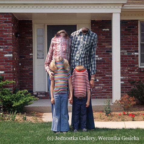 """Die Ausstellung """"Family matters"""" zeigt Plastiken, Grafiken, Malereien, Fotos und Videos über die Familie."""