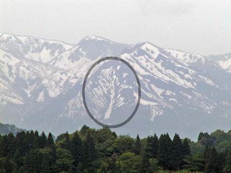 長沢から見える「一本杉」の雪形