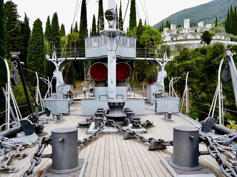 Miss ellies gartenreisen, Italien, gardasee, vittoriale denkmal Schiff  aus beton