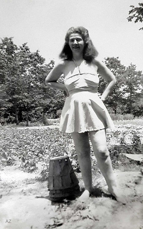 June 1949 ; Kim on summer holidays at the Ross property in New Jersey. Courtesy of Anne Ross