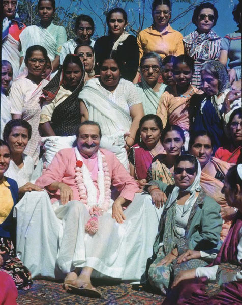 Meher Baba at the 1958 Sahavas with women followers