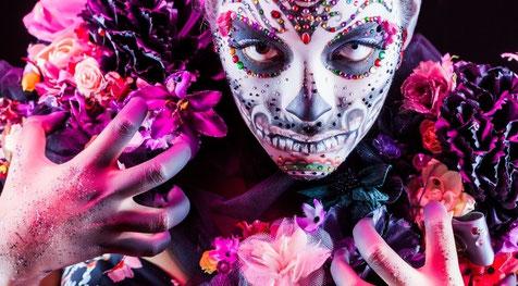 Maquillajes de creacíon propia o replicas a demanda del cliente en Zaragoza, maquilladora profesional Zaragoza, maquilladora de bodas Zaragoza, maquilladora a domicilio Zaragoza.