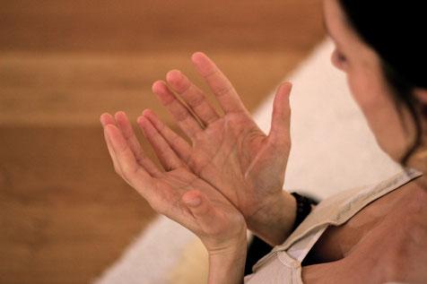 Schwangerenyoga, Schwangerschaft, Rückbildung, Rückbildungsyoga, yogische Geburtsvorbereitung, Privat Yoga, Personal Yoga, Lerne Yoga leben, Yoga, Blankenese, Hamburg, Ottensen, Iserbrook, Sülldorf