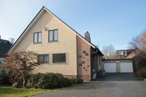 Ein Erstklassiges Wohnhaus  in bester Lage  mit Einliegerwohnung / Ferienwohnung  im Ostseebad Travemünde,  nahe Golfplatz und Brodtener Steilküstenufer zu kaufen.