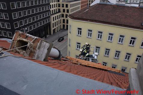 Feuerwehr; Blaulicht; Berufsfeuerwehr Wien; Sturm; Sturmfront Petra;