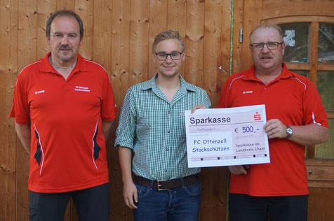 Spende der Sparkasse LKR Cham für den FC Ottenzell