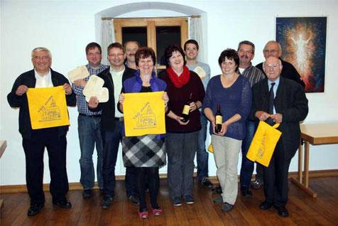 Der Festausschuss präsentierte die Jubiläums-Andenken