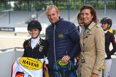 Jana Lang mit Sebastian Paus, Außendienstmitarbeiter HAVENS Deutschland und Stefanie Peters, Aufsichtsratmitglied des ALRV.