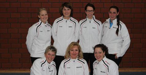 Haben A-Klasse gespielt:(stehend) Ines Reifenstahl (3.v.l.), Annika Oesterheld (r.), (sitzend) Christa Beck (m.) und Martina Becker (r.)