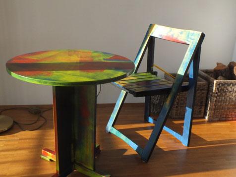 Holzklappstuhl mit Tisch