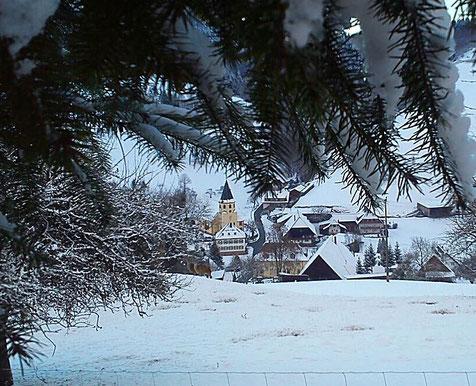 St. Mauritiuskirche im Winter