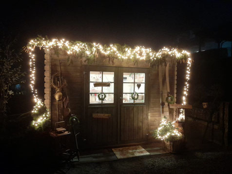 Weihnachtsbeleuchtung im Hof