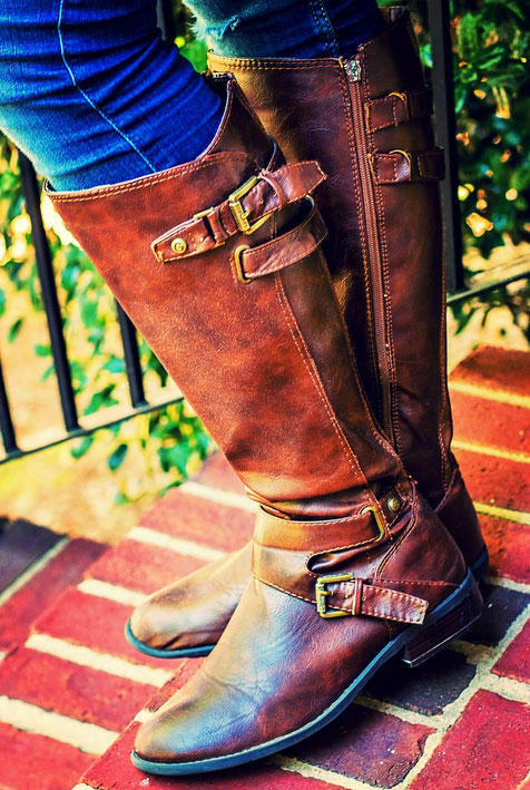 brauner Damen-Stiefel in Kalbsleder mit Reissverschluss und Lederschnallen