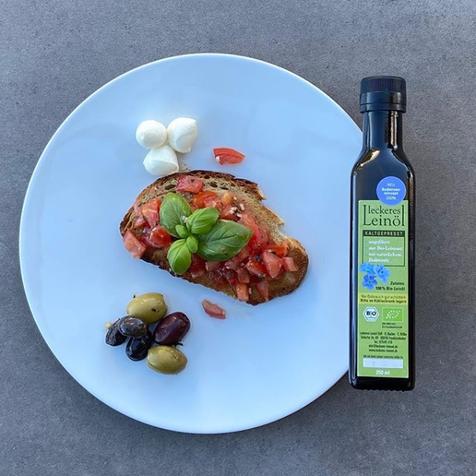 Rezept: Bruschetta mit Tomaten und Leinöl
