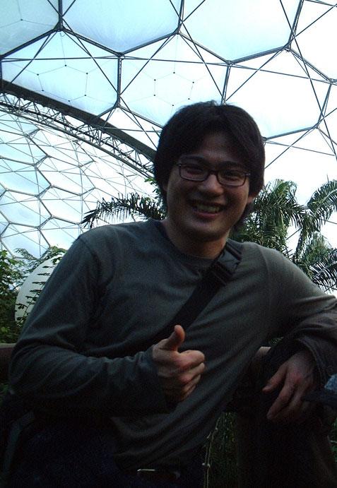ガーデンドクター柴ちゃんも思わず親指を立ててしまう!すごいぞエデンプロジェクト!帰国寸前だから髪の毛を切りにいけてないのでロン毛ですね。