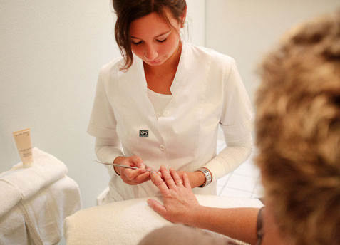Handpflege im Kosmetikinstitut Becker