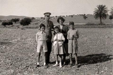 Luis Suárez Marrero y familia. Tiugsa 1953. Foto Mª Teresa Suárez