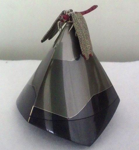接合香合・峯 (せつごうこうごう・ほう) 70×70×75㎜  黒味銅、四分一、銅、銀