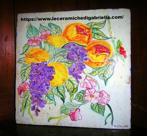 mattonella con glicine dipinta a mano su cotto 25 x 25 cm spessore di 2,5 cm