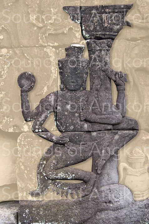 2a. Viṣṇu holding a dexter conch. Prasat Kravan. 921 A.D.