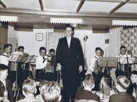 1. Konzert unter Leitung von Ernst Birk
