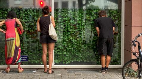 GEDOK-Galerieschaufenster mit Sehkammern, Foto: Birgit Spahlinger