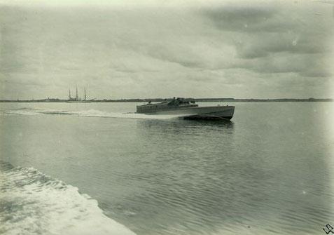 """Versuchsboot """"Narwal"""" vor Travemünde etwa 1928 – Foto: Archiv 7. SGschw"""