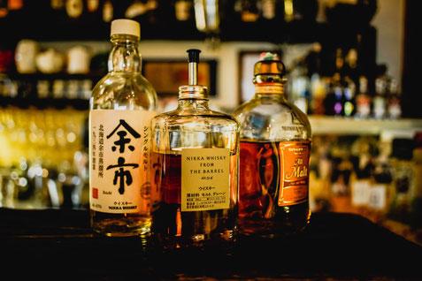 Whiskyflaschen, Nosingglas, Whisky Tasting Buxtehude, Whisky, japanischer whisky Tasting Hamburg, schotticher Whisky, Malt Whisky, Scotch