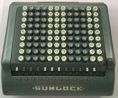 SUMLOCK modelo 912/C, s/n 912/C/116024, fabricada por Bell Punch Company Limited,  año 1961, 33x33x15 cm. London Computator Corporation pasó a llamarse Sumlock en 1950