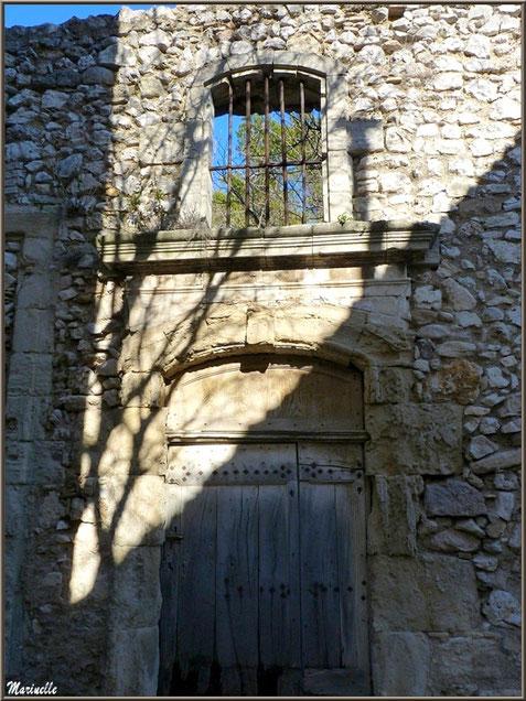 Vieille bâtisse au village d'Eygalières dans les Alpilles, Bouches du Rhône
