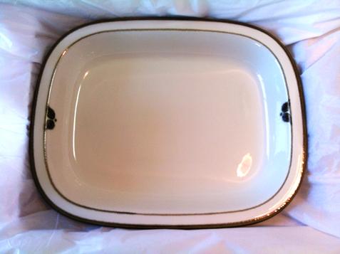 この皿はノルディカって名前ですがここの製品にしては控えめな絵柄でいかにもっぽくなくて好きなんです。 和洋中なんで盛れるので気に入ってます。