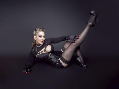 Online Burlesque Class, Burlesque Unterricht, Kurs, Burlesque-Stunden online, Burlesque im Internet lernen, Burlesque Tanzschule, München, Munich, Bayern, Germany Burlesque