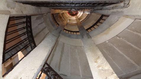 3 rue Hippolyte-Flandrin. Belle montée d'escalier. Mais ce n'est pas le théâtre de Jean Neyron dont il ne reste rien. (photo : Denis Lang)