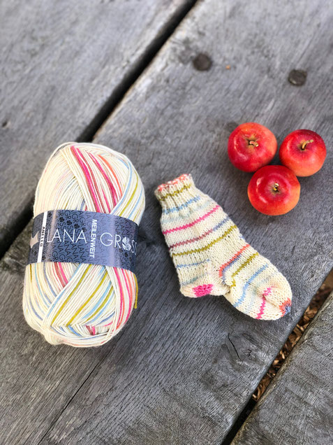 Lilientinte Charity Babysöckchen aus Lana Grossa Anello Meilenweit