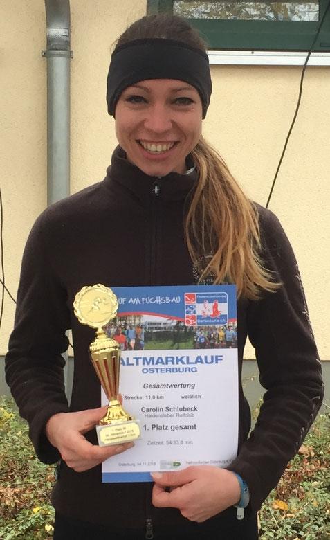 Carolin Schlubeck gewinnt beim Altmarklauf in Osterburg die 11 Kilometer. Foto: Alpha-Report