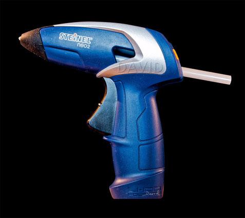 Heißkleberpistole: Klebt alles ohne Ansehen von Rang, Stand und Oberfläche