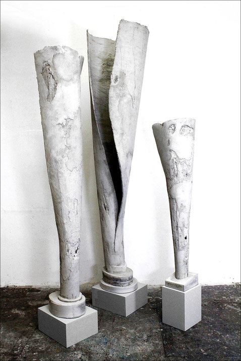 "Brigitte Mekelburg Kunst/ Skupturen Serie ""tall fakes"""