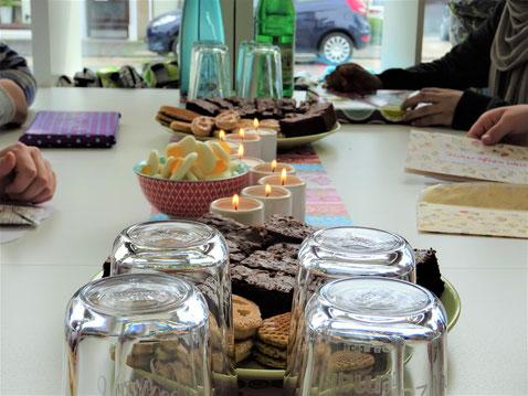 Kindergeburtstag mit Geburtstagskuchen, Keksen und Geschenken in der Nähwerkstatt Handgemacht in Bielefeld