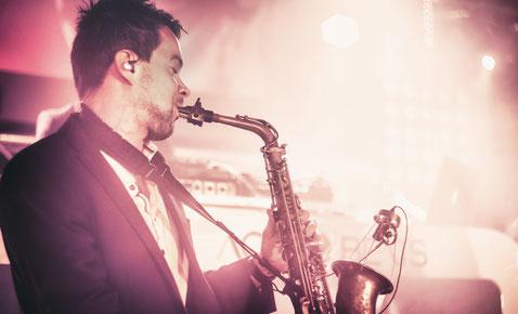 DJ Plus Saxophon, DJ und Saxophon, Deejay Plus Saxophon, DJ mit Saxophon