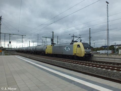 152 196-2 von ITL durchfährt am 23. September 2013 mit Kesselwagenzug Chemnitz Hbf. in Richtung Zwickau.
