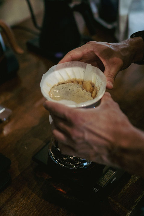 Der Swirl - Das Schwenken des Filterhalters zum Ebnen des Kaffeebettes