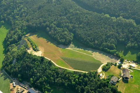 Flugplatz Neustift Brixen - Eisacktaler Buschfieger - Information Tel: 348 2668316 / Info: 122.55 Piste 250m 02/20 N46°45.452 E11°38.907 - aber nur für geübte Piloten